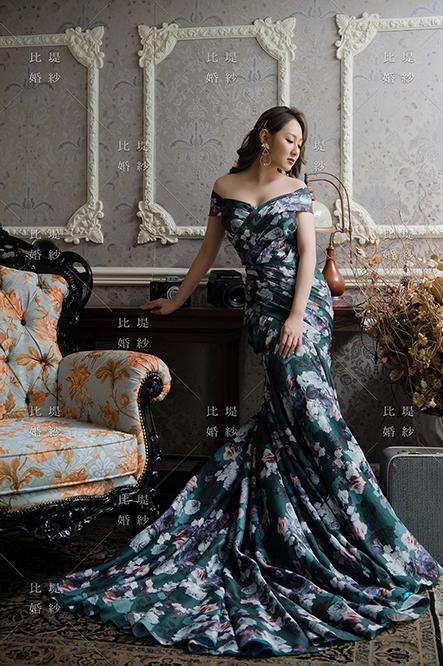 比堤婚紗 推薦新人:王聖凱&林奈尼 綠色花布晚禮服