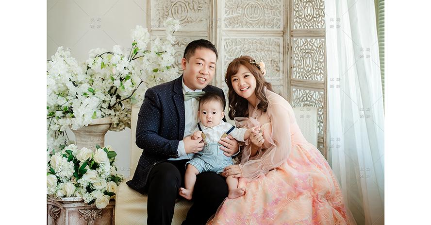 台中全家福 比堤婚紗 推薦新人:Mr. Chen&Mrs. Lin 甜蜜的一家三口